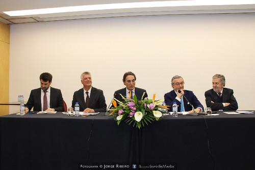 Afonso Camões, João Calvão da Silva, David Dinis, António Lobo Xavier, José Miguel Júdice. Colóquio sobre Direito e Comunicação Social - Problemas e Desafios