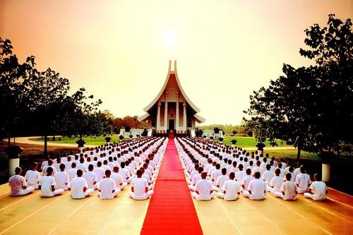 Buddhism-HoneyKochphonOnshawee.jpg