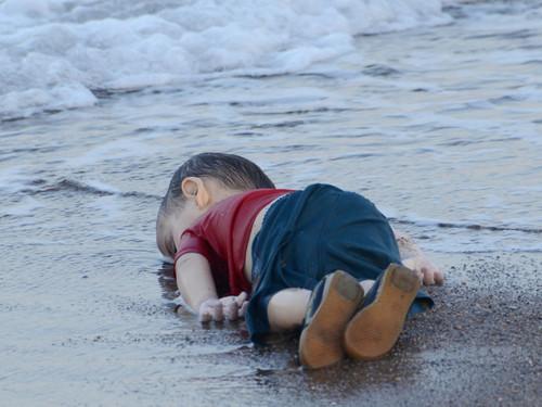 alx_mundo-menino-refugiado-morto-20150902-03_origi