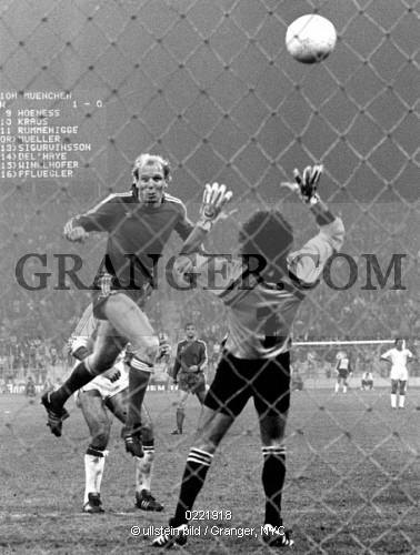 0221918-SPORTS-Uefa-European-Champions-Clubs-Cup-2