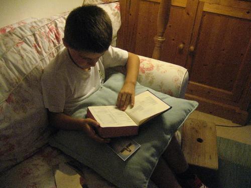 David a ler a bíblia 1.JPG
