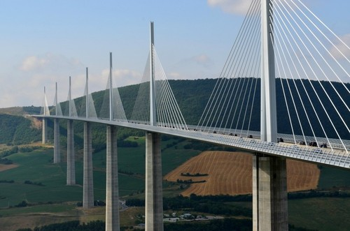 the Millau viaduct frança.jpg