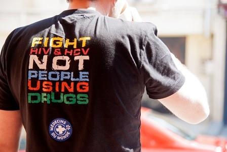 Tshirt-fight hiv&hcv_creditofoto_MdM.jpg