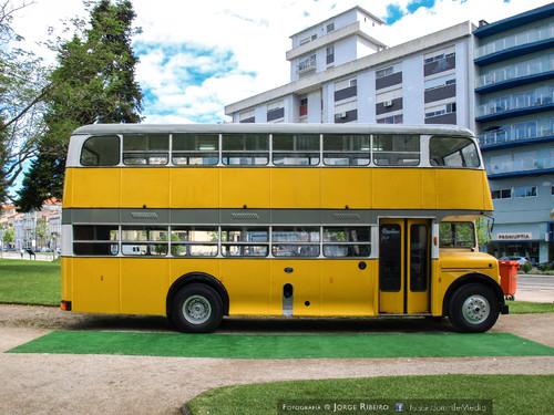 Autocarro antigo com dois andares AEC Regent. Old double decker bus AEC Regent