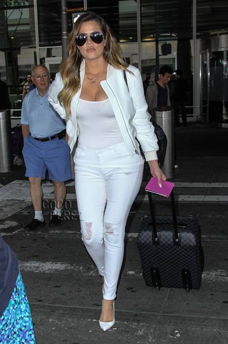khloe-kardashian-jfk-airport-after-kimye-wedding-m