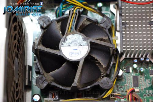 Computador com muito pó - dissipador [en] Very dusty computer