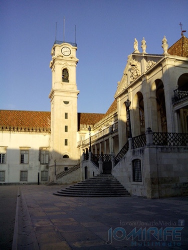 Torre da Universidade de Coimbra ao nascer do sol [en] Tower of the University of Coimbra at sunrise