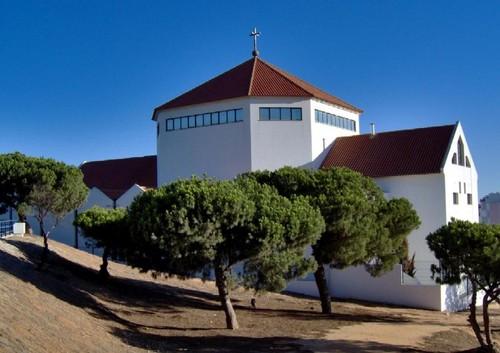 Igreja-S-Pedro-do-Mar-Quarteira.jpg