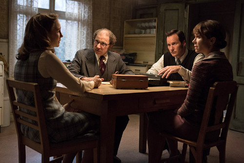 The-Conjuring-2-Photo-VERA-FARMIGA-SIMON-McBURNEY-