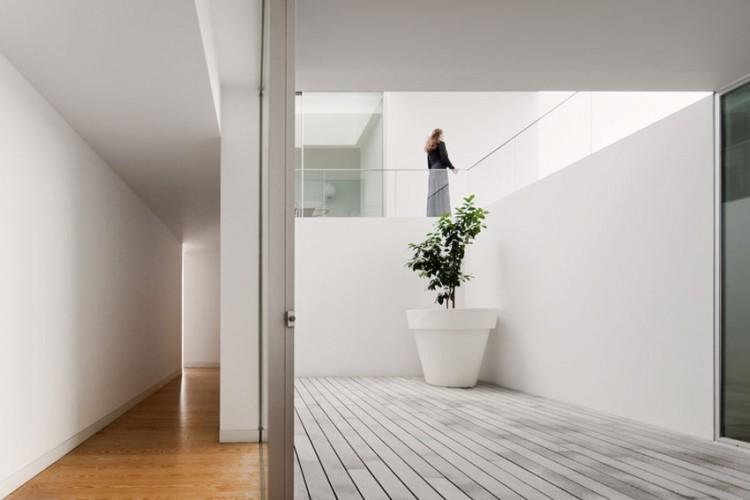 Leiria-House-07-750x500.jpg