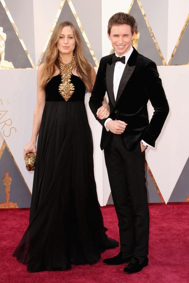 Eddie Redmayne e Hannah Bagshawe em Alexander McQu