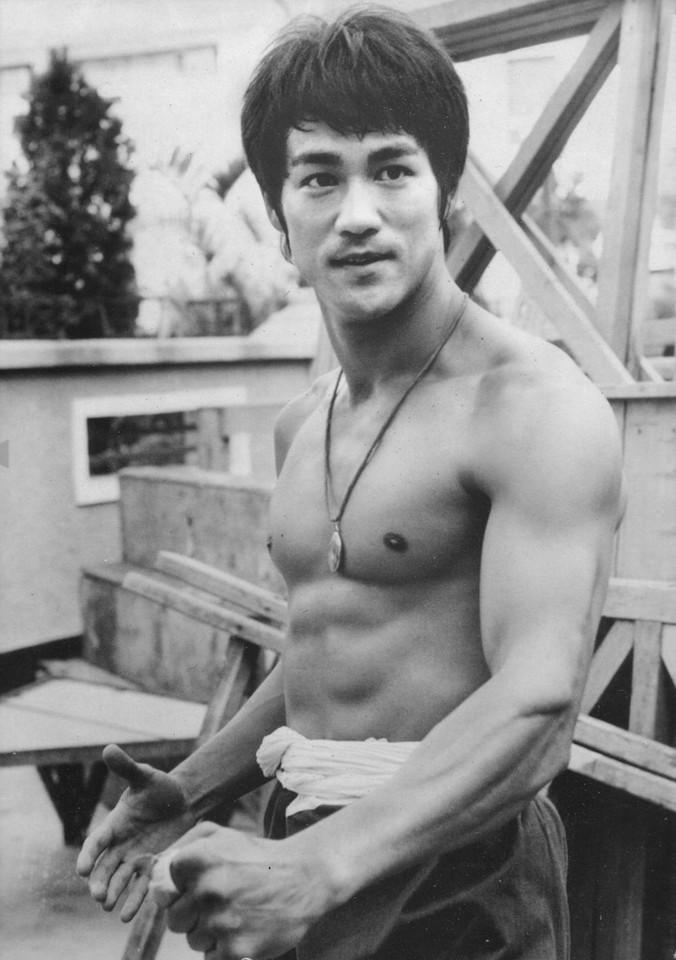 Bruce-Lee-.jpg