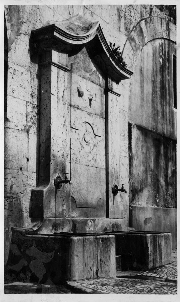 Chafariz da Rua do Arco de São Mamede.jpg
