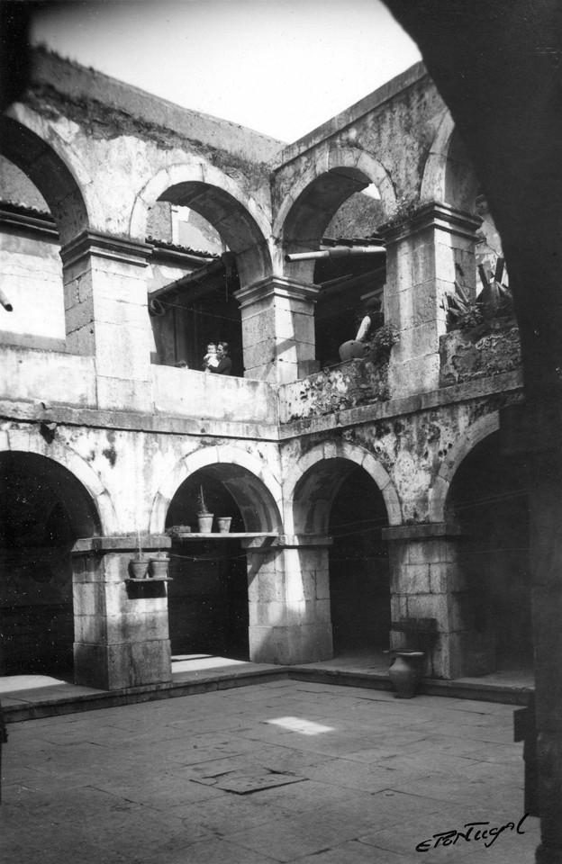 Igreja do Menino Deus, claustro.jpg