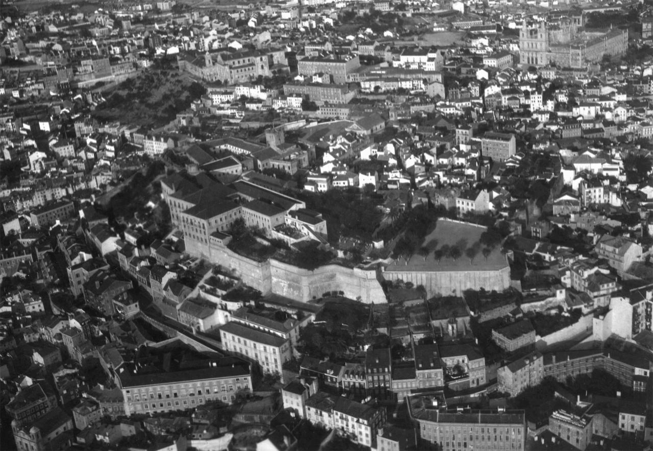 Fotografia aérea sobre a colina do Castelo de Sã
