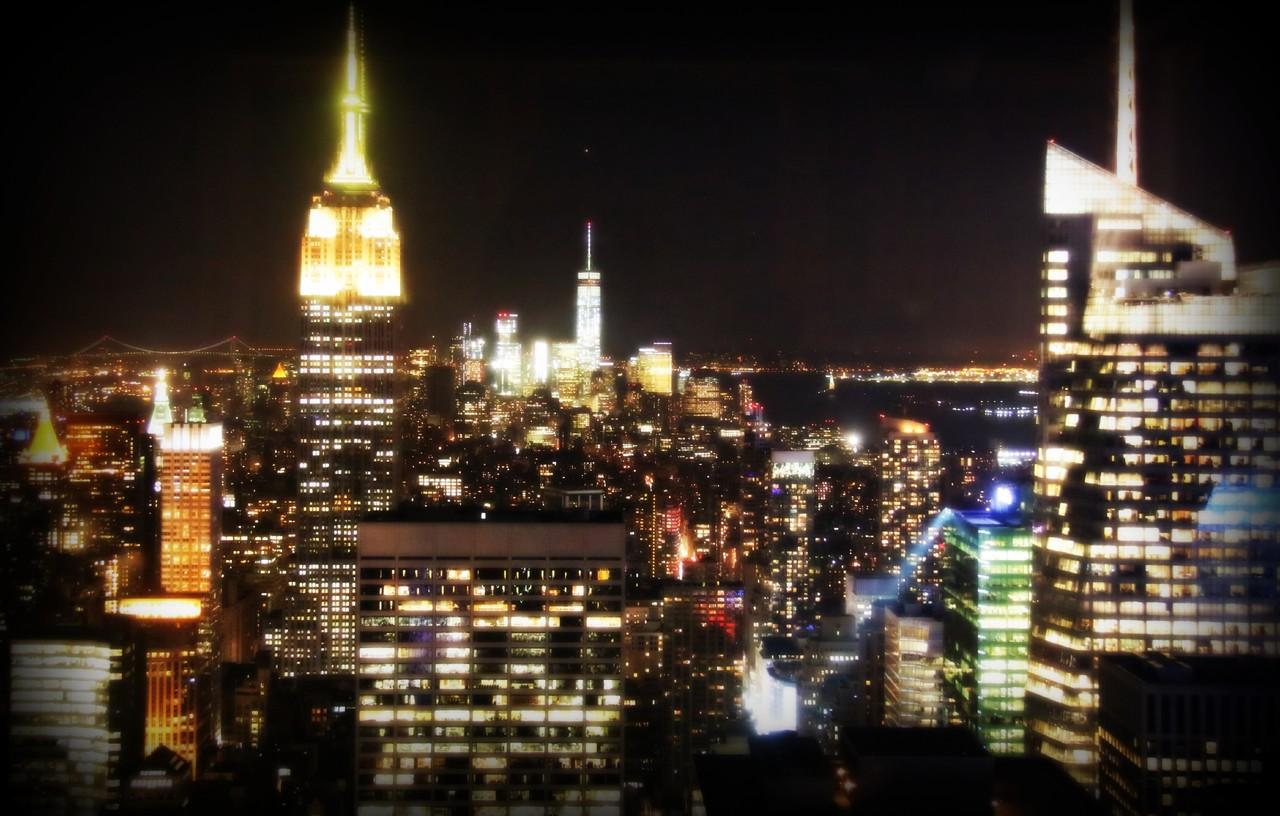 Vista para o Empire State Building, através do Rainbow Room do lounge SixtyFive@Eliana Miranda