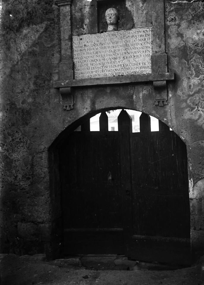 Castelo de São Jorge, porta Martim Moniz, foto de