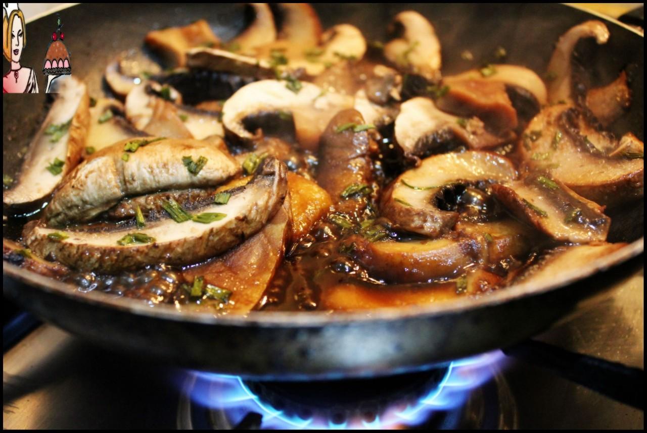 Receita de cogumelos com vinho do Porto e Marmite