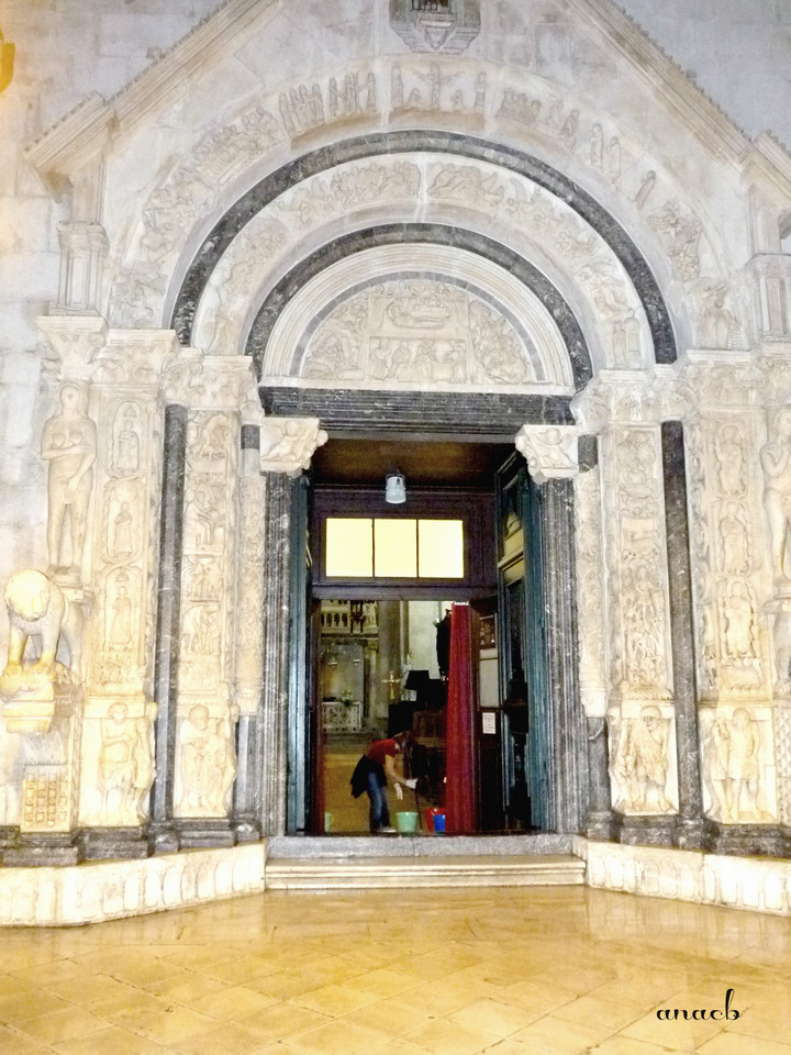 Trogir - portal of St. Lawrence's Cathedral - viaj