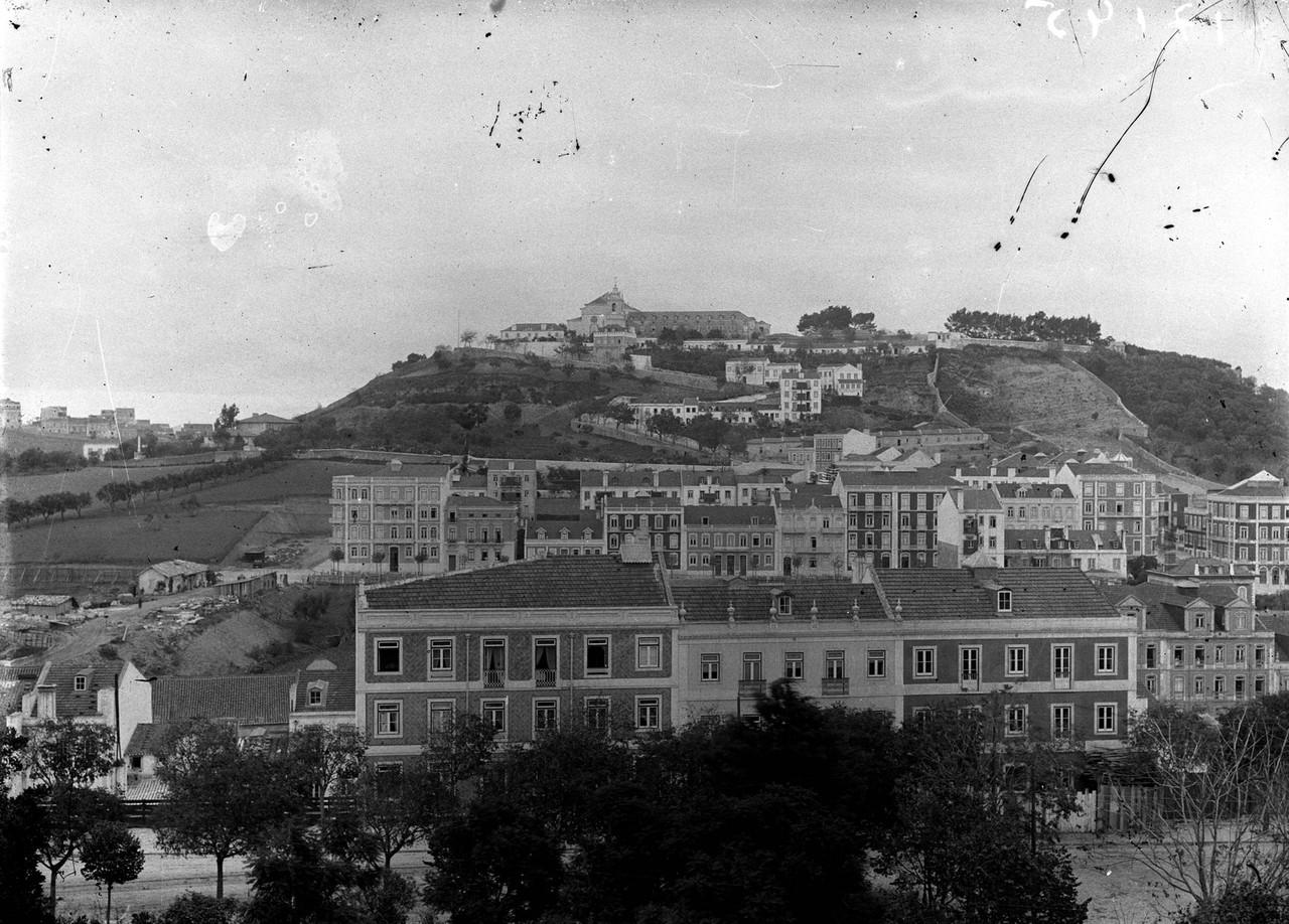 Vista do Jardim Constantino sobre a Penha de França, Lisbo (s.n., s.d.)