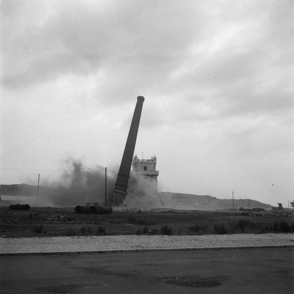 demoliçao fabrica gas.jpg