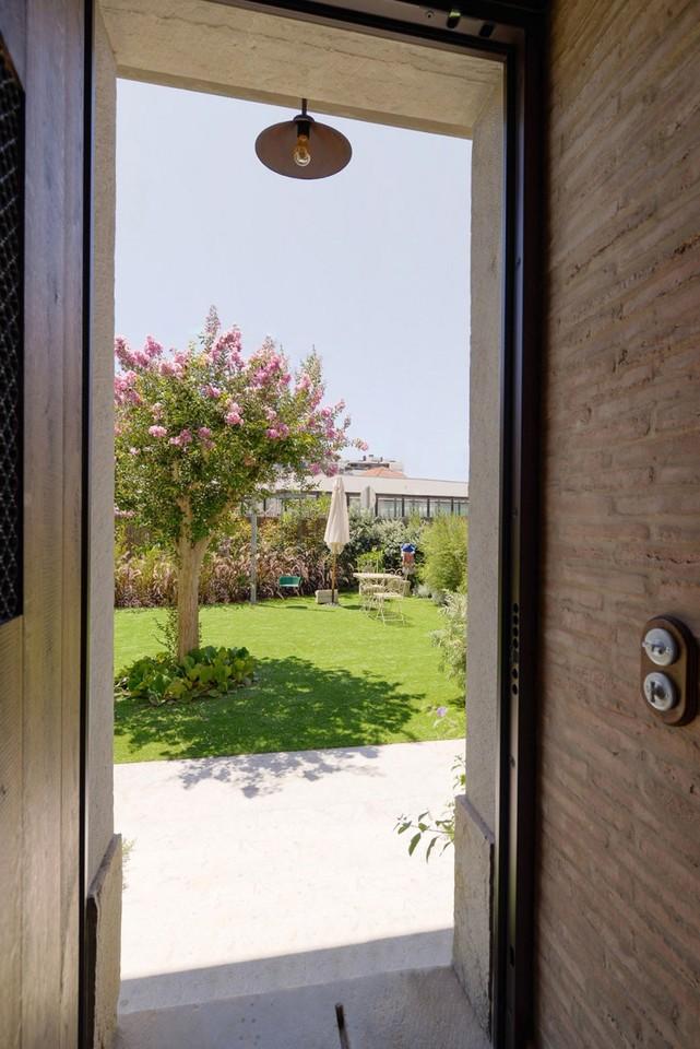 House-in-Estoril-02-850x1273.jpg