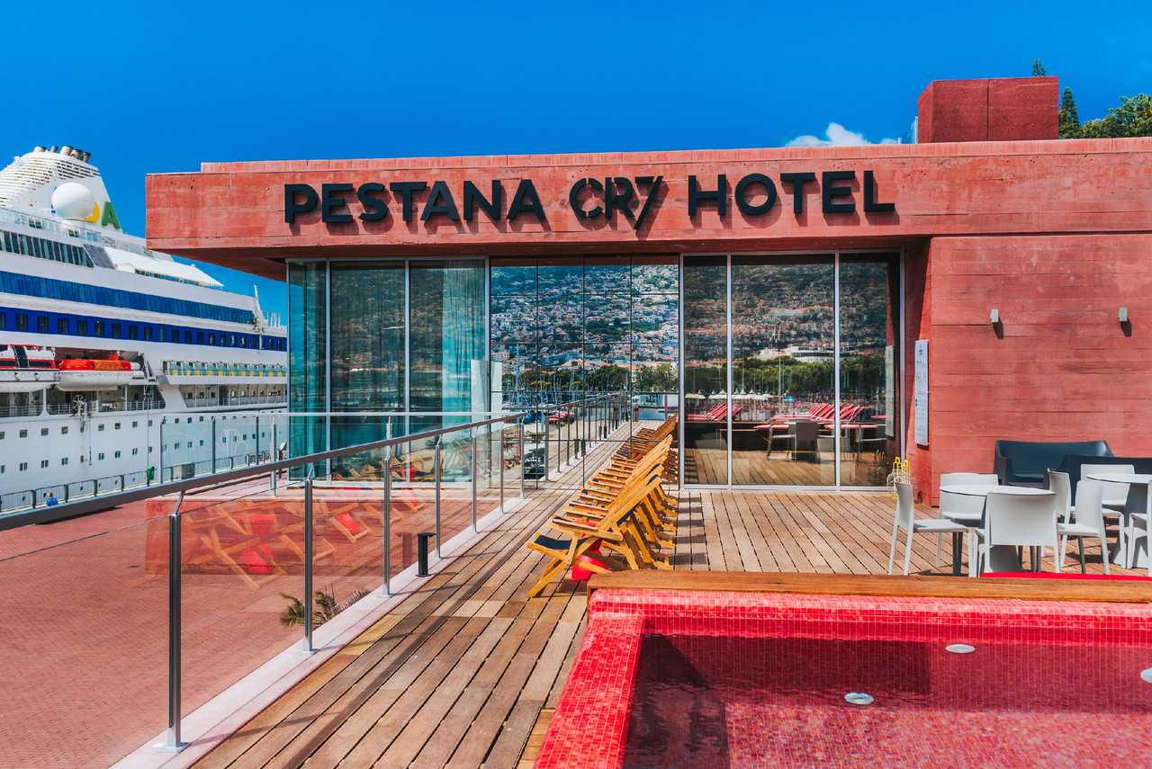 PESTANA CR7 FUNCHAL PISCINA-2.jpg