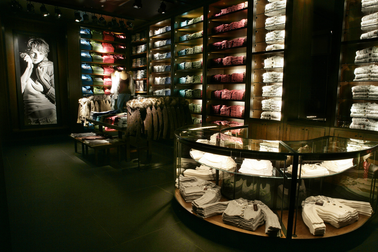 Abercrombie--Fitch-05.jpg