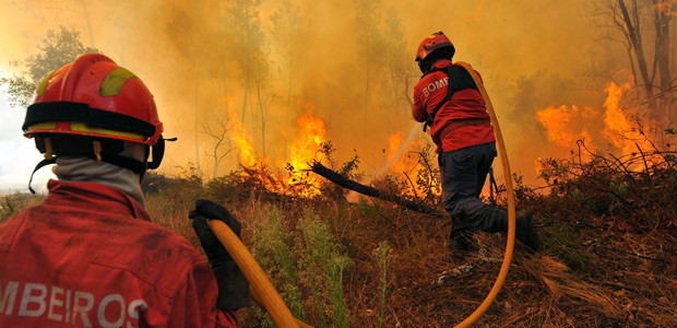 Incendios_florestais_bombeiros_2013