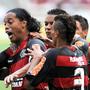 Flamengo - Ronaldinho cobra a falta com maestria