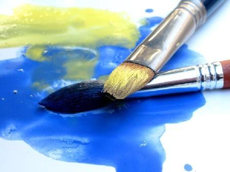 de pinceis e cores.jpg