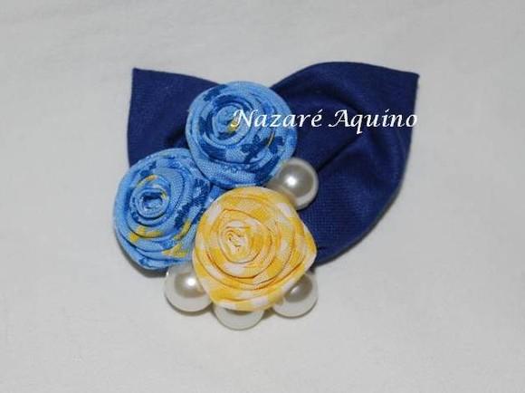 Pregadira Rosinhas Azul e amarela com Folhas Azuis