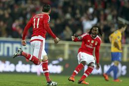 Mitroglou saltou do banco para mudar o Benfica