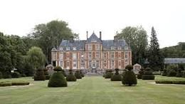 Valentino palacio em jardim.jpg
