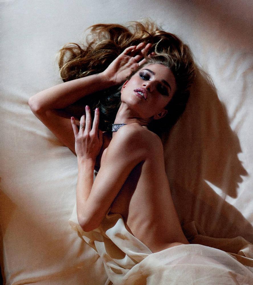 VS-Magazine-Rosie-Huntington-Whiteley-3.jpg