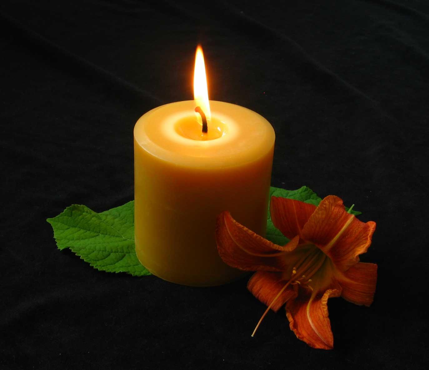 pillar-burning-honey-candles