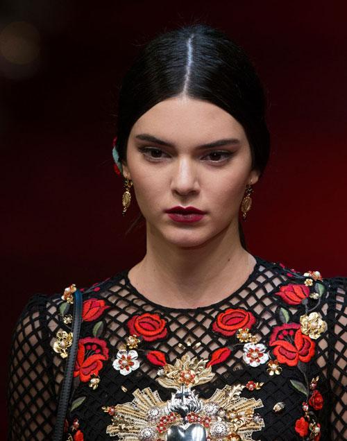 Kendall-Jenner-Dolce-Gabbana-spring-2015-fashion.j
